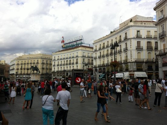Puerta del Sol : Late morning on a Saturday
