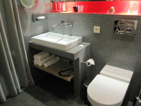 Golden Tulip Opera De Noailles : Bathroom basics