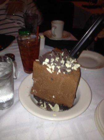 Gibsons Bar & Steakhouse: Macadamia Turtle Pie