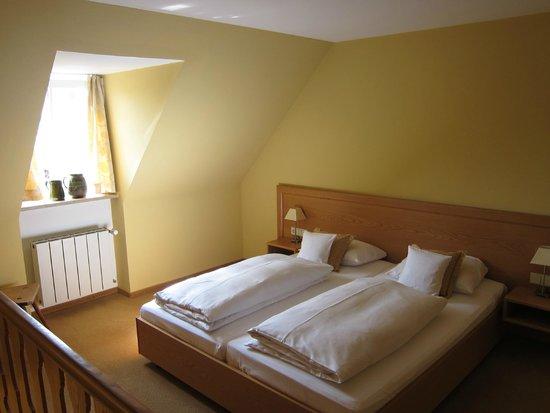 Hotel Weingut Meintzinger : The bedroom