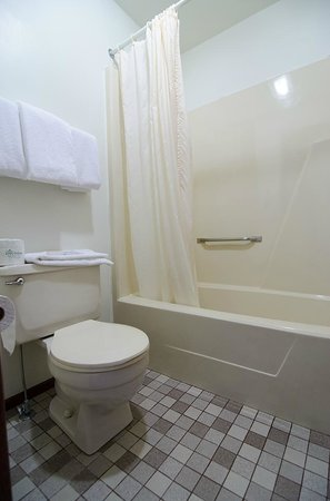 Eureka, KS: Bathroom