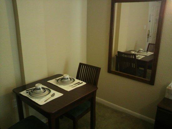 Athens Hotel Suites: 客室2。