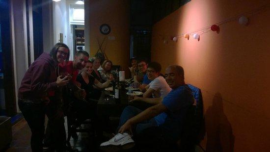 Rayuela Hostel: group dinner