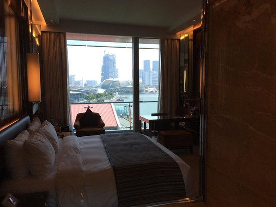 The Fullerton Bay Hotel Singapore: Room has nice view out over the bay. Very quiet despite local activity.