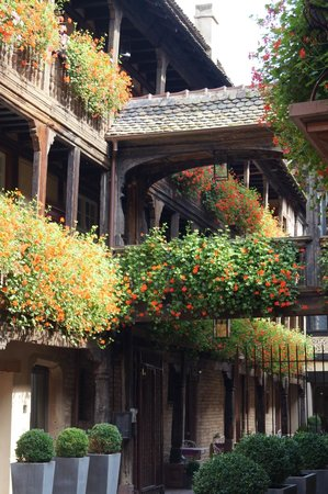 Hôtel Cour du Corbeau Strasbourg - MGallery Collection : View from courtyard