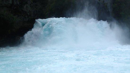 Huka Falls River Cruise: Base of Huka Falls from boat