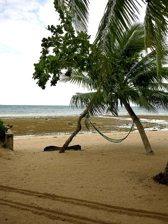 Am Samui Resort : Yes it looks like mud-flat at low tide but only at low tide