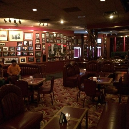 Mancini's Char House: The bar and Lounge.