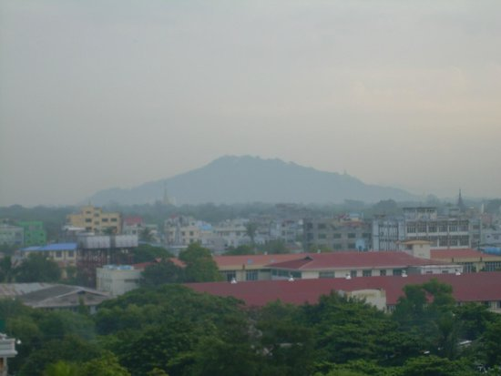 Hotel Yadanarbon : View of Mandalay Hill