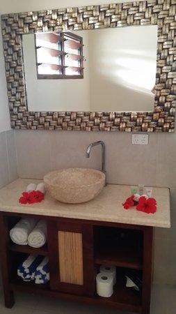Nasama Resort: Our studio bathroom