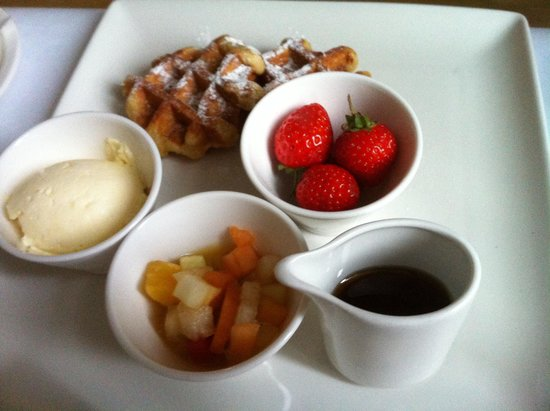 Taj 51 Buckingham Gate Suites and Residences: Waffles with sweet butter, fruit and syrup