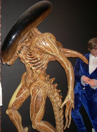 Potter's Wax Museum : Alien and Austin Powers wax figures