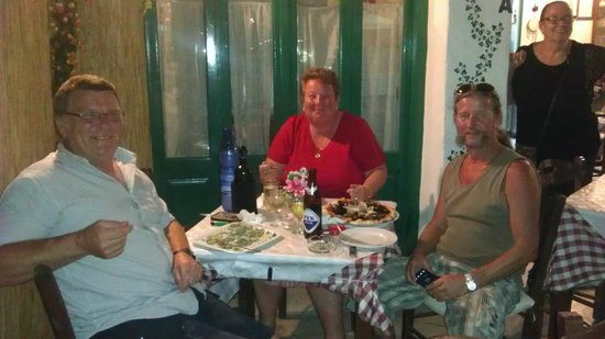 L'Italiano : Two Brits and a German enjoy a great meal