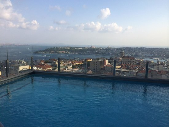 The Marmara Pera Hotel: Rooftop pool with a view...