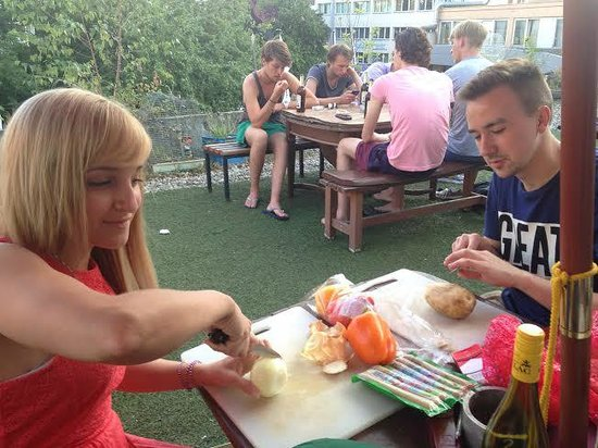 Comebackpackers : Rooftop Patio BBQ