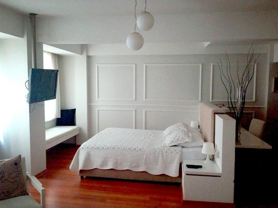 212 Istanbul Suites: A comfortable, spacious, well-located room