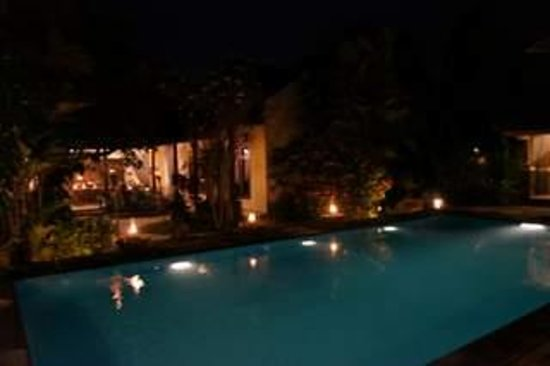 Rumah Mertua: pool side nite