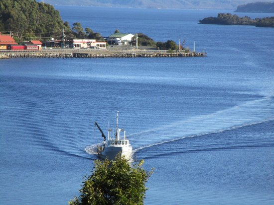 Strahan Village: Blue water