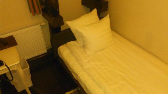 Best Western Hotel Bentleys: Not a real bed