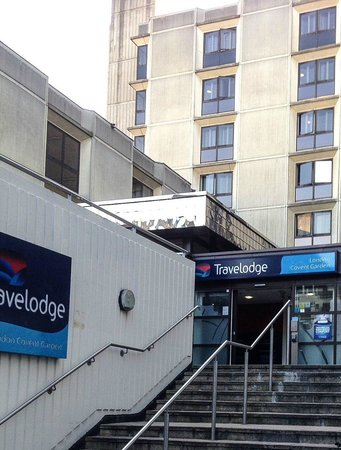 Travelodge London Covent Garden: Entrance From Drury Lane