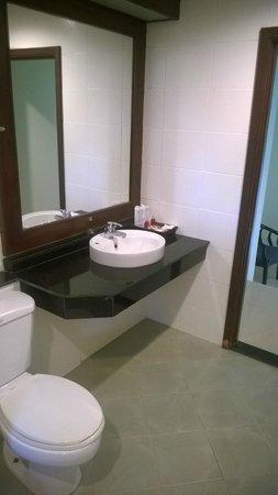 Sea Star House: Spacious Bathroom