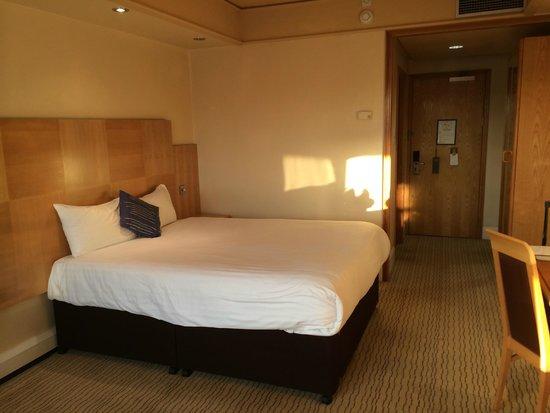 Sandman Signature London Gatwick Hotel : Room/Bed