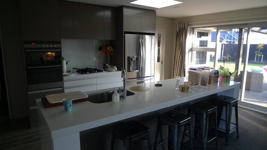 Halkett Grove Bed And Breakfast: Open Kitchen