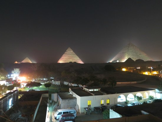 Pyramids View Inn: night view