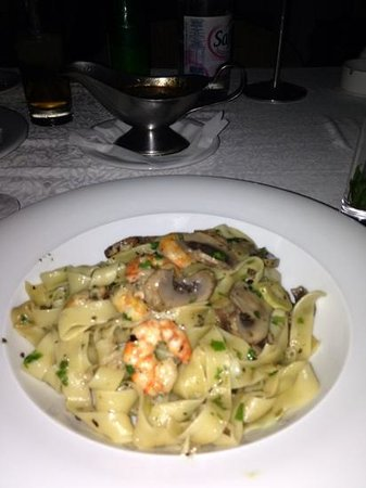 Le Voilier : Shrimp and Mushroom Tagliatelle - could of been tastier