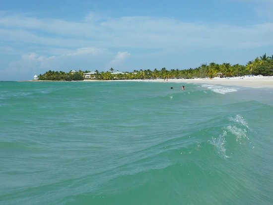 إيبيروستار سيليكشين فاراديرو: beach facing east..very calm every morning...slightly choppy every evening