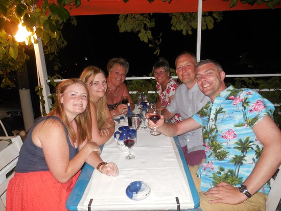 Oasis Restaurant : Family feast