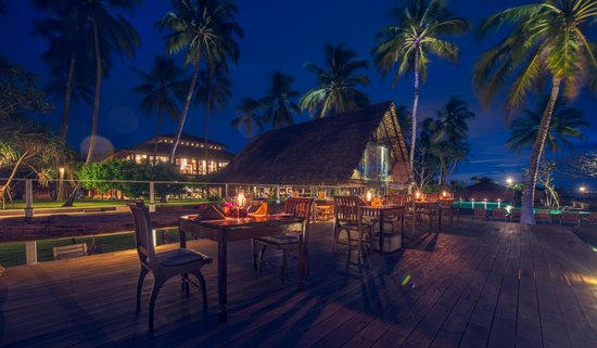 Ranweli Holiday Village: Pool Deck Dining & Pool Bar