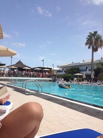 THB Tropical Island : main pool and pool bar