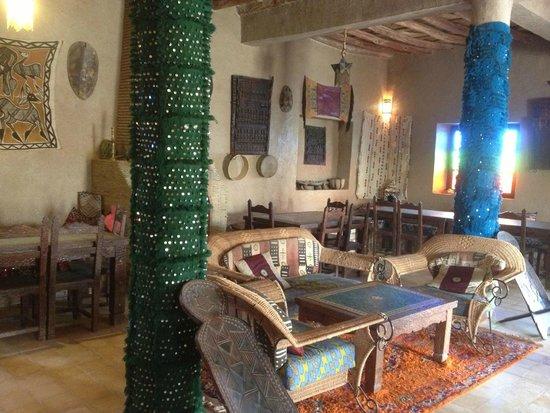 Auberge Kasbah Leila: Salle à manger/réception de l'auberge