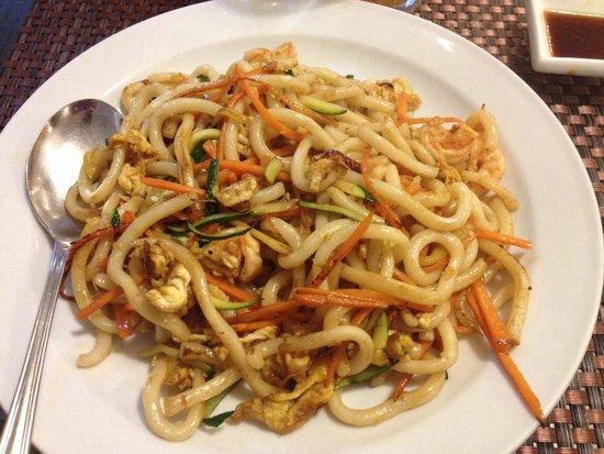 fusion restaurant lin spaghetti di riso saltati con verdure e gamberi