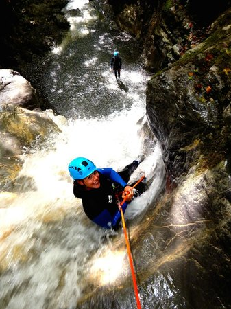 Mountacala Annecy: Canyoning Annecy Cascade d'Angon