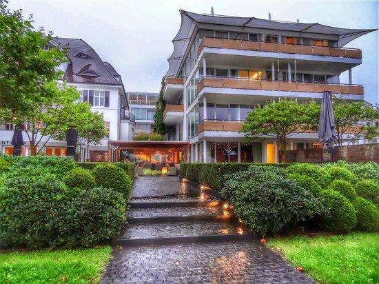 RIVA - Das Hotel am Bodensee: Aussenansicht vom See