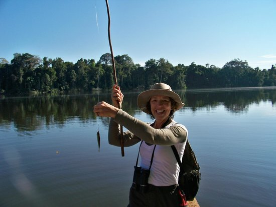 Posada Amazonas : Catching (and later releasing them) piranhas in the nearby ox-bow lake.