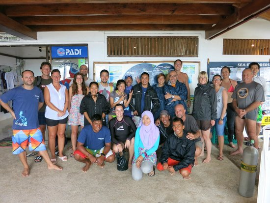 Sea Explorers Malapascua: With Oli, dive guides and divers!