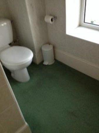 Ommaroo Hotel: bathroom