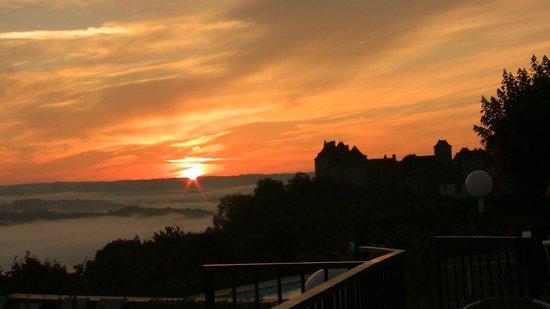Le Relais de Castelnau : Sunrise from pool area