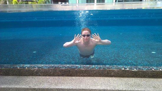 B-Lay Tong Phuket: Spectacular Pool