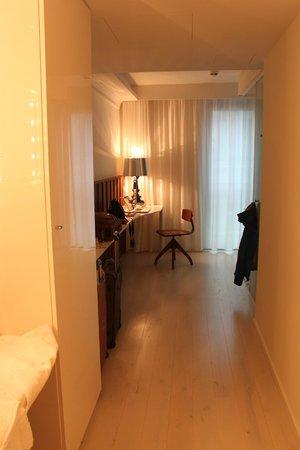Ruby Sofie Hotel Vienna: corridor-like bedroom