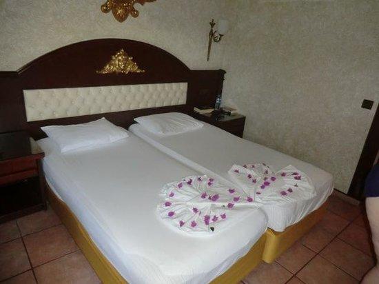 Yetkin Club Hotel: Betten schön hergrichtet