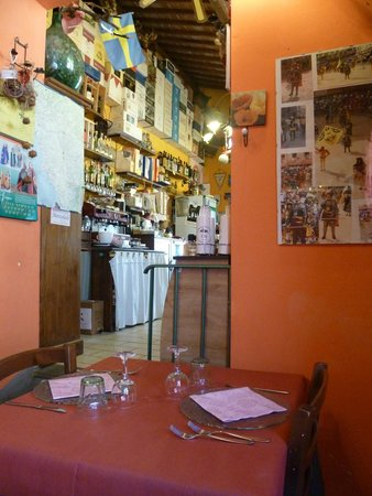Osteria La Magione: Fascinating interior with lots of photos of artifacts and pictures