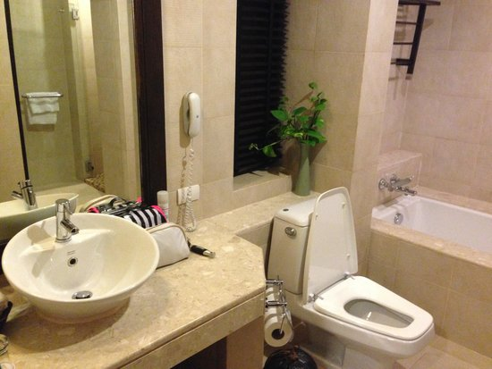 Rawi Warin Resort & Spa: Bathroom