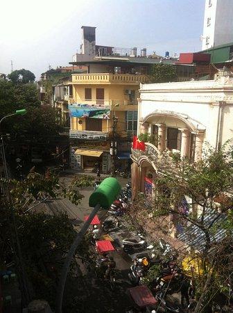 Hoan Kiem Downtown Backpackers Hostel: вид с балкона