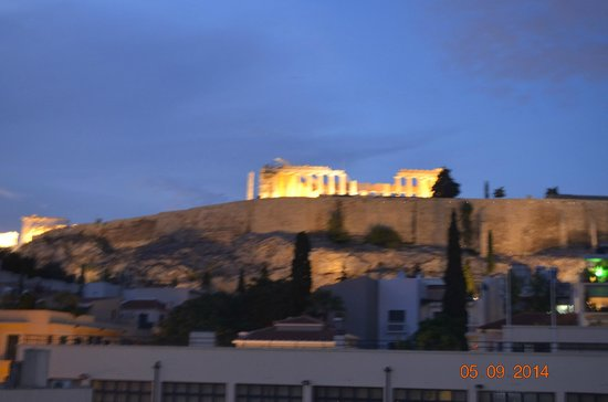 ‪هيروديون أثينا: view of the acropolis from the top terrance/bar garden‬