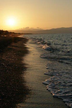 Platania Beach: Закат на пляже Платаниас