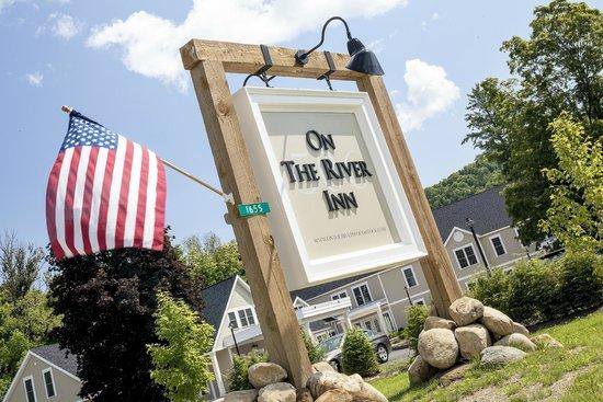 506 On The River Inn : Sign